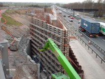 M1 Junction 19 (Catthorpe), Construction of new bridge